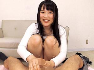 宮崎あや デカ尻を見せつけ脱ぎたてパンティをチンポに巻きつけパンコキ!射精直後の敏感亀頭を刺激し続け男の潮吹きさせる美少女!
