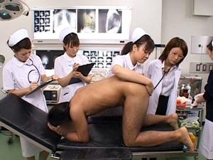ナースたちにアナルから前立腺を触診され勃起してしまったチンポをフェラ抜きされるM患者