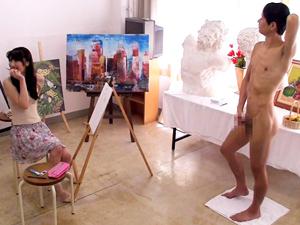 人妻デッサン教室で男性全裸モデルに巨根を勃起させてみると…!?