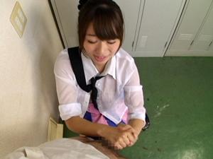 初美沙希 凄テク美少女に手コキ・パイズリ・フェラでイカされ射精直後の亀頭を高速刺激され男の潮吹き!