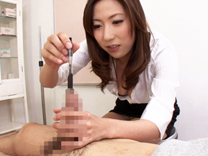 M男患者のチンポ穴にブジーや小指を挿入しての手コキで大量射精させる痴女医 横山みれい