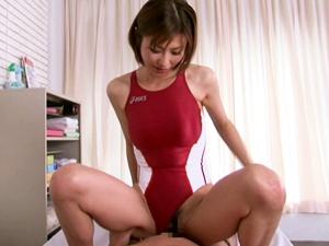 競泳水着の張りつくEカップ美乳インストラクターが手コキとフェラとSEXで練習で疲れた体をケアしてくれます。
