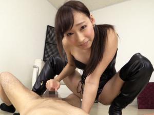 蓮実クレア ボンテージ&ニーハイブーツの巨乳痴女が手コキでザーメン搾り!!