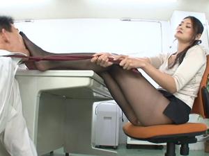 長身美脚OLのパンスト蒸れ足を舐め踏みつけてもらい足コキ!さらに顔面騎乗でチンポ責め!