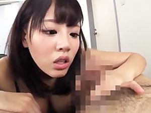 浜崎真緒 肉食系の社長秘書が社員のチンポにしゃぶりつきアナルを舐めまわす!