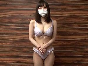 Fカップ素人娘が謝礼に釣られマスクと下着をとって巨乳とマンコを露出!