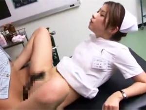 ED患者を優しい手コキフェラで勃起させマンコに挿入SEX治療するナース