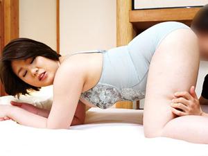 近藤悠美 前戯に時間をかけたい淫乱豊満妻がムチムチの体と爆乳を震わせ悶える!