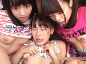 本当に大丈夫?な美少女たちがチンポに興味津々でご奉仕してくれる店