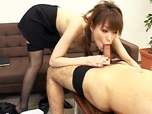 星野あかり ド痴女な秘書が社長も社員も取引先ともパコりまくって会社に貢献