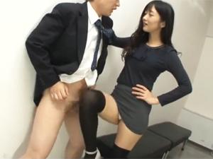 ニーハイのOL上司にチンポを出すよう命じられ罵倒されながらの膝コキ膝裏コキ太ももコキ