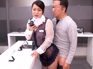 携帯ショップの透け透けの制服のお姉さんに尻コキ&SEXで大量射精!