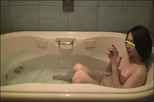 浴槽で待ち構えるミカちゃん