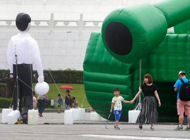 Taiwan_Tiananmen_Tank_Art_05922.jpg