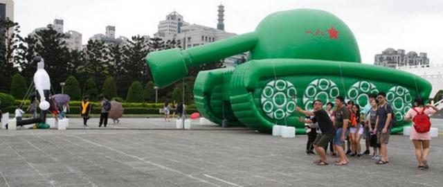 Taiwan_Tiananmen_Tank_Art_86783.jpg